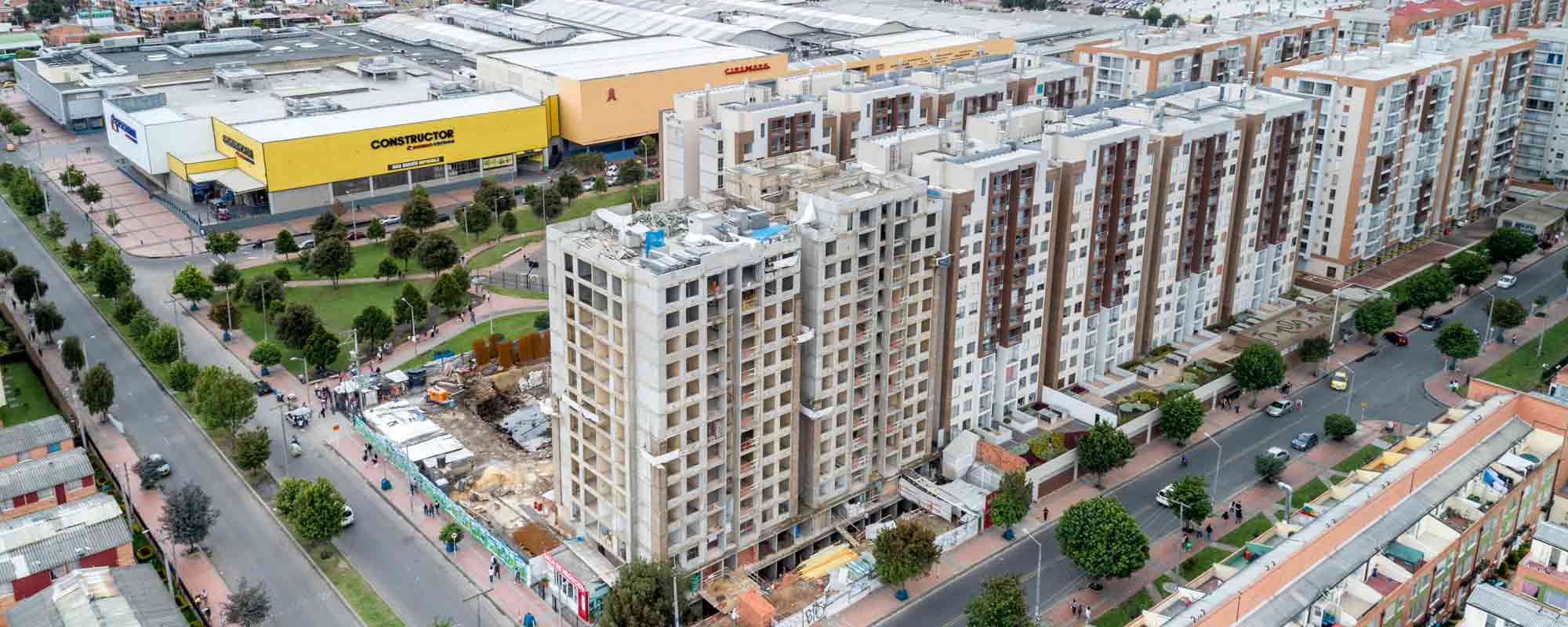Apartments under construction at Arboleda del parque residential project October 2018