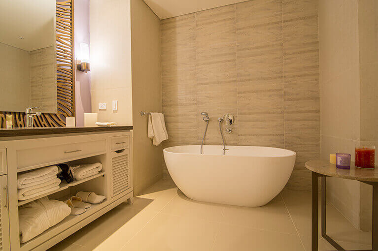 Bathtub and organizer at Hyatt Regency Cartagena residential project