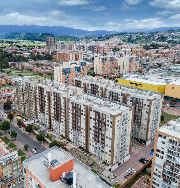 Work advances October 2018 towers of new Arboleda del Parque residential project in Bogota