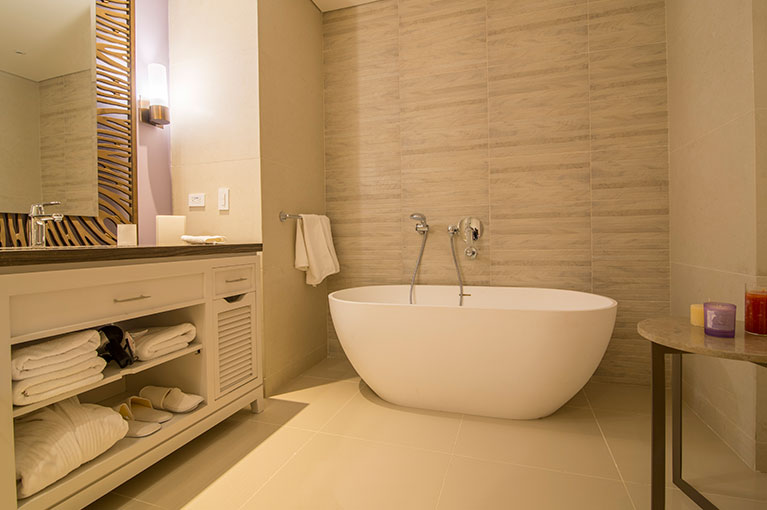 Bathtub apartment at Hyatt Regency Cartagena residential project