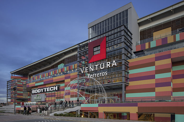 Close-up at Ventura Terreros Shopping Center commercial project in Soacha
