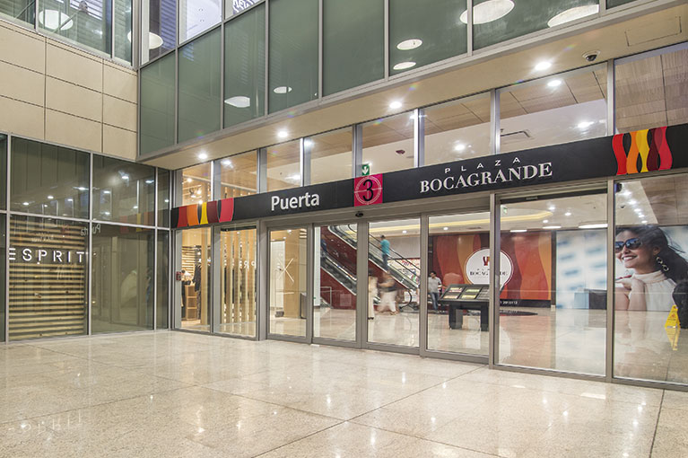 Entrance at Plaza Bocagrande Shopping Center commercial project in Cartagena