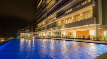 Facade and pool of the H2 Condominium residential project in Cartagena